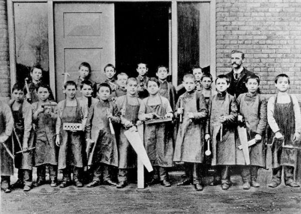 joa-carpentryclass-1916-600
